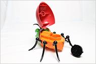 open de dop van de bud bug grinder